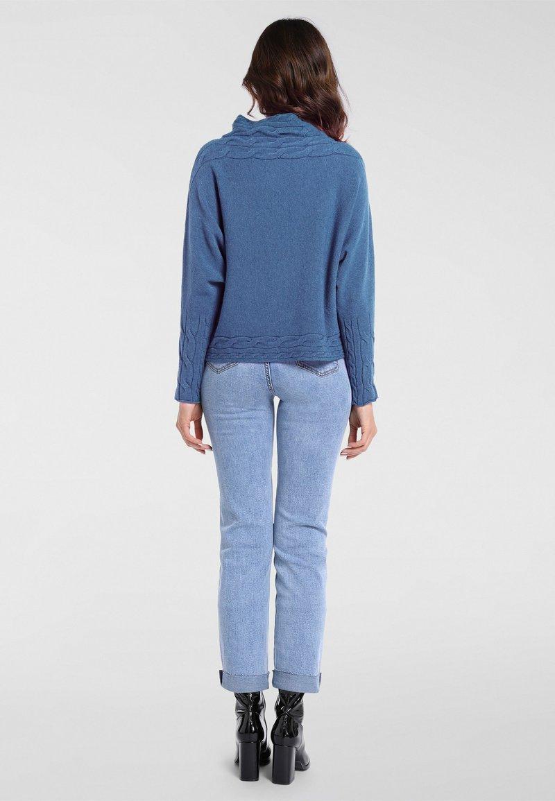 Apart Strickpullover - jeansblau/hellblau UHNe5a