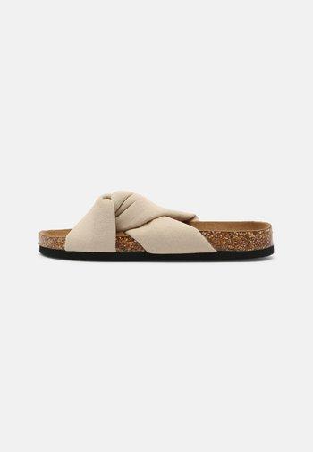 ONLMAXI CROSSOVER - Sandaler - beige