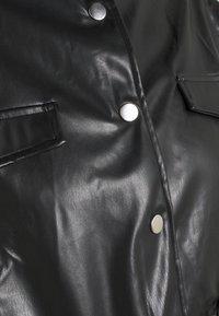 Missguided - TOGGLE WAIST CROPPED JACKET - Bunda zumělé kůže - black - 5