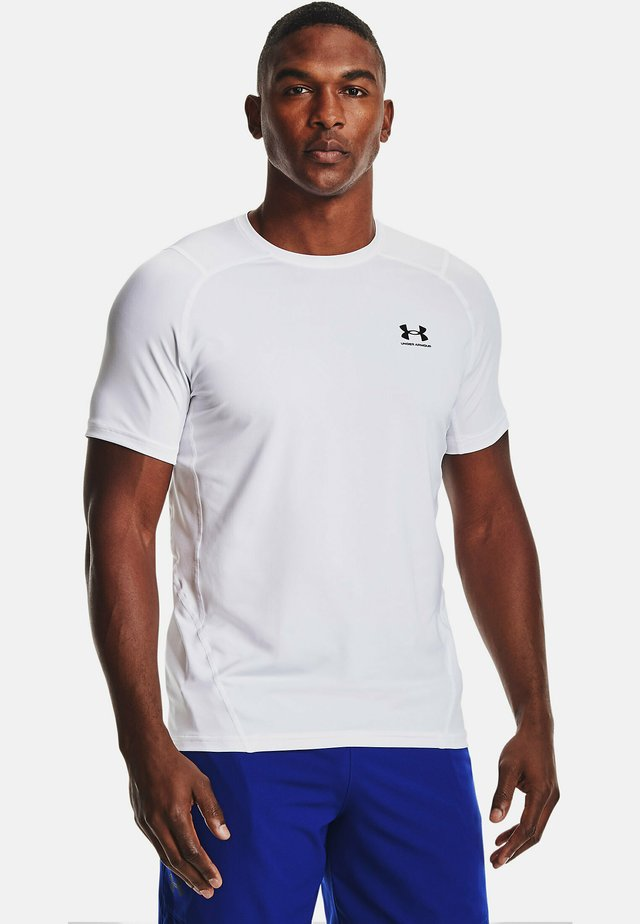 ARMOUR FITTED - T-shirt med print - white