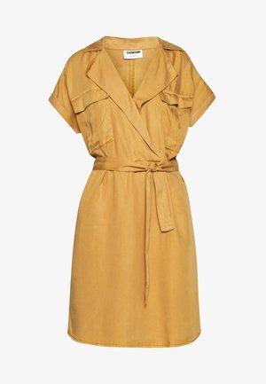 NMVERA DRESS - Vestido camisero - brown sugar