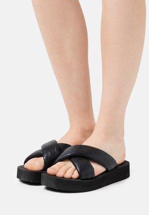 PLATEAU CHIC - Sandaler - black/metallic black