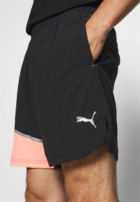 Puma - RUN LITE SHORT - Sports shorts - black/peach - 4