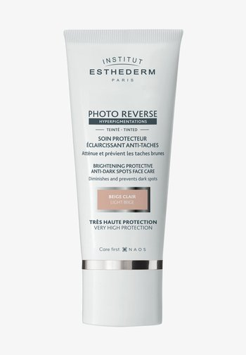 BRIGHTENING FACE SUN PROTECTION SPF50+ TINTED - Sun protection - -