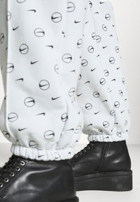 Nike Sportswear - PANT - Spodnie treningowe - pure platinum - 3