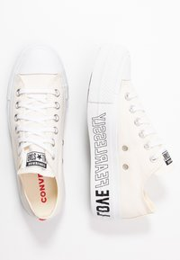 Converse - CHUCK TAYLOR ALL STAR LIFT - Baskets basses - egret/white/black - 3