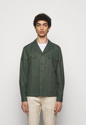 FRENCESCO - Shirt - scarab green
