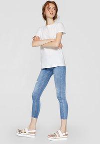 Stradivarius - T-shirts basic - white - 1