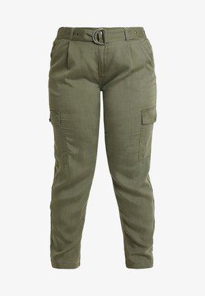 CARGUNNVA CARGO PANTS - Trousers - grape leaf