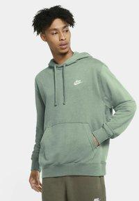 Nike Sportswear - CLUB HOODIE - Luvtröja - steam/steam/white - 0