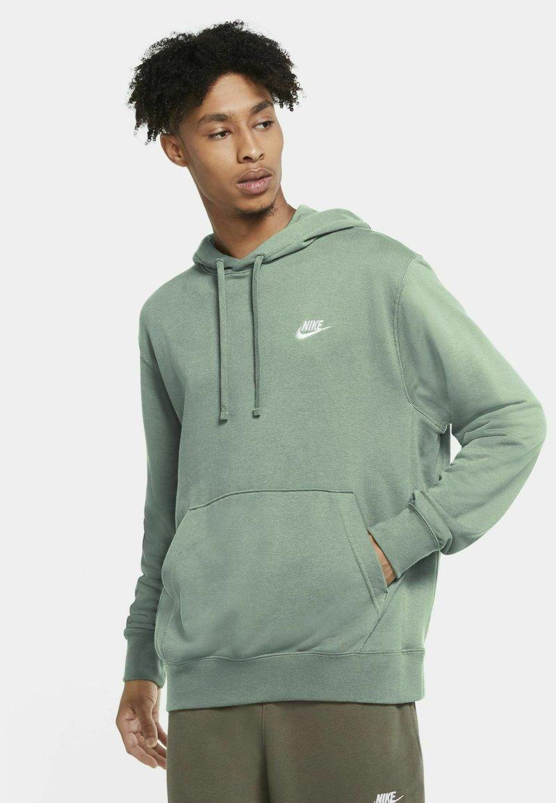 Nike Sportswear - CLUB HOODIE - Luvtröja - steam/steam/white