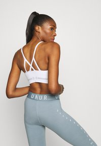 Under Armour - SEAMLESS LOW LONG BRA - Sports bra - white - 2