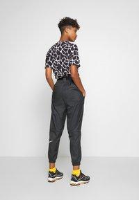 Nike Sportswear - PANT - Teplákové kalhoty - black/white - 2