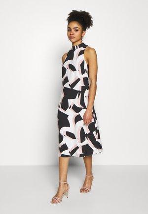 COLOUR BLOCK PLEAT DRESS - Korte jurk - blush