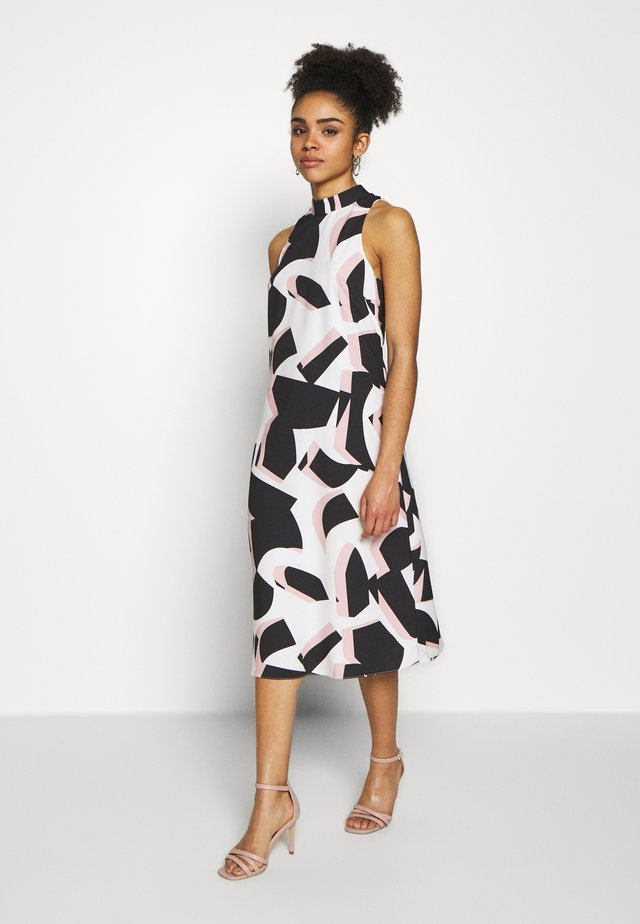 COLOUR BLOCK PLEAT DRESS - Vapaa-ajan mekko - blush