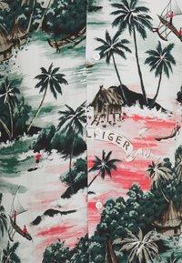 Tommy Hilfiger - HAWAIIAN - Shirt - sunset peach - 2