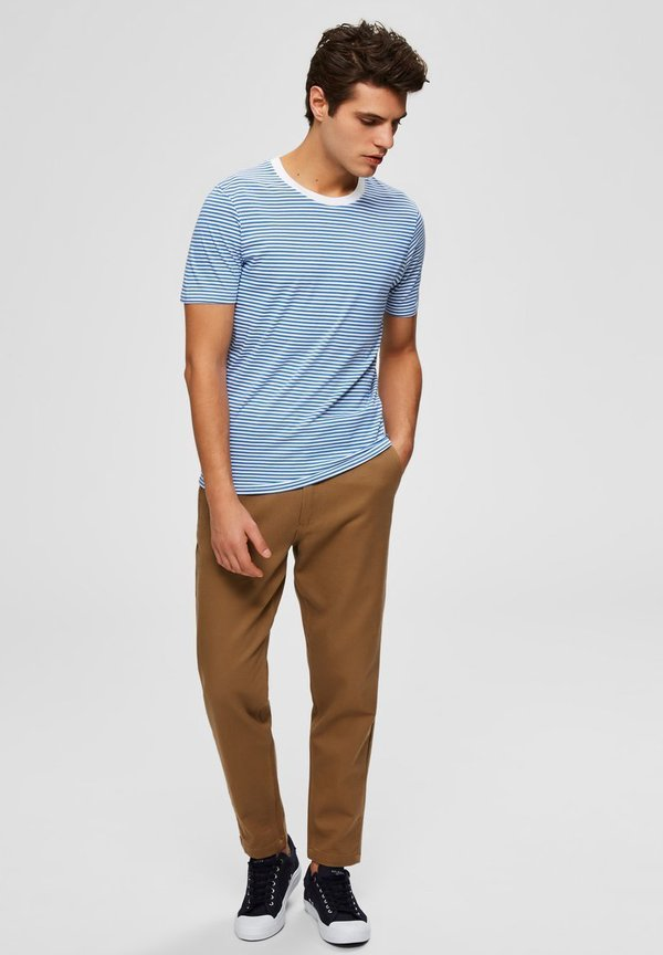 Selected Homme SLHTHEPERFECT - T-shirt z nadrukiem - campanula/brązowy Odzież Męska MQYW