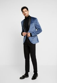 Isaac Dewhirst - TUX JACKET - Veste de costume - dusty blue - 1