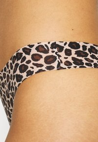 Chantelle - TANGA - String - brown