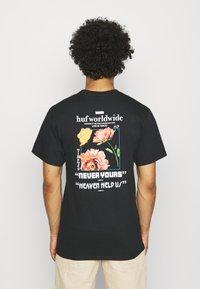 HUF - NEVER YOURS TEE - Print T-shirt - black - 2