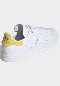 adidas Originals - STAN SMITH  - Sneakersy niskie - ftwwht/silvmt/coryel - 3