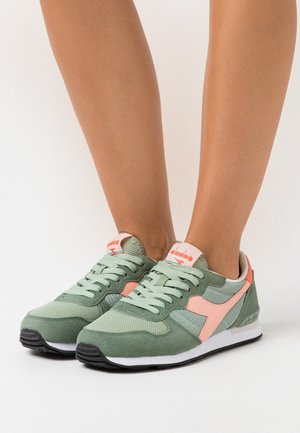 Trainers - green basil/peach pearl