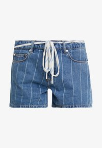 MID THIGH LENGTH - Denim shorts - on the court wash