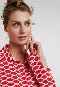 Oui - Button-down blouse - red white - 3