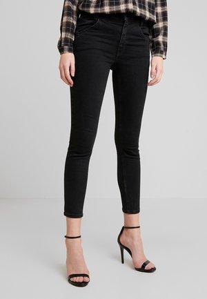 RILEY SEAMED - Skinny džíny - black