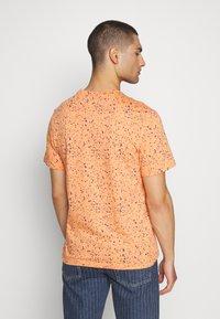 Nike Sportswear - PRINT PACK - Camiseta estampada - orange trance - 2