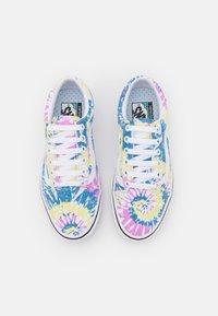 Vans - COMFYCUSH OLD SKOOL - Sneakers - orchid/true white - 5