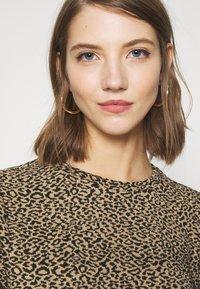 ONLY - ONLSOFIA LEO - Sweatshirt - black/animal dark brown - 3