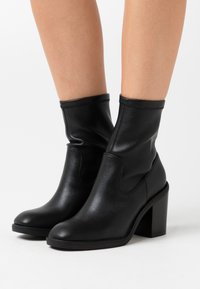 Even&Odd Wide Fit - Classic ankle boots - black - 0
