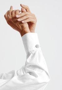 Gerry Weber - Button-down blouse - weiß/weiß - 1