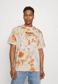 Karl Kani - UNISEX RETRO - T-shirt con stampa - white - 0