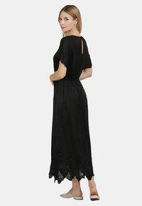DreiMaster - SATINKLEID - Maxi dress - schwarz - 2