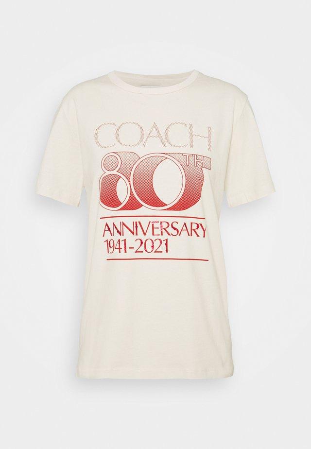 ANNIVERSARY TEE - T-shirt con stampa - mustard
