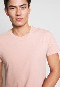 Samsøe Samsøe - KRONOS  - Basic T-shirt - misty rose - 4