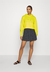 Calvin Klein Jeans - PUFF PRINT CROPPED HOODIE - Hoodie - safety yellow - 1