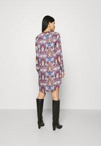 Emily van den Bergh - Shirt dress - multicolour - 2