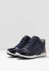 Geox - SNAKE.2 BOY - Baskets montantes - navy - 3
