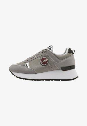 TRAVIS PUNK - Sneakers hoog - silver