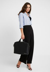 Calvin Klein - INDUSTRIAL MONO SLIM LAPTOP BAG - Aktovka - black - 6