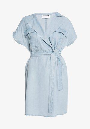 NMVERA ENDI DRESS - Vestido camisero - light blue denim