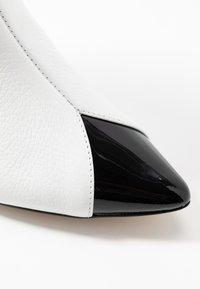 L37 - LIKE A DREAM - Cowboy/biker ankle boot - white - 2