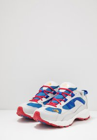 The North Face - ARCHIVE TRAIL KUNA CREST - Trainers - spackle grey/red - 2