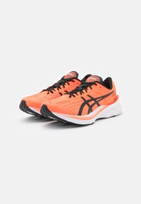 ASICS - NOVABLAST - Chaussures de running neutres - sunrise red/black - 1