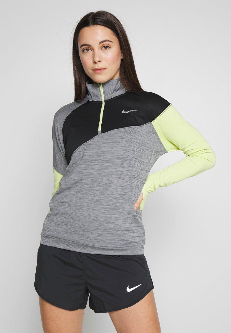 Nike Performance - MIDLAYER - Camiseta de deporte - smoke grey/limelight/black/reflective silver