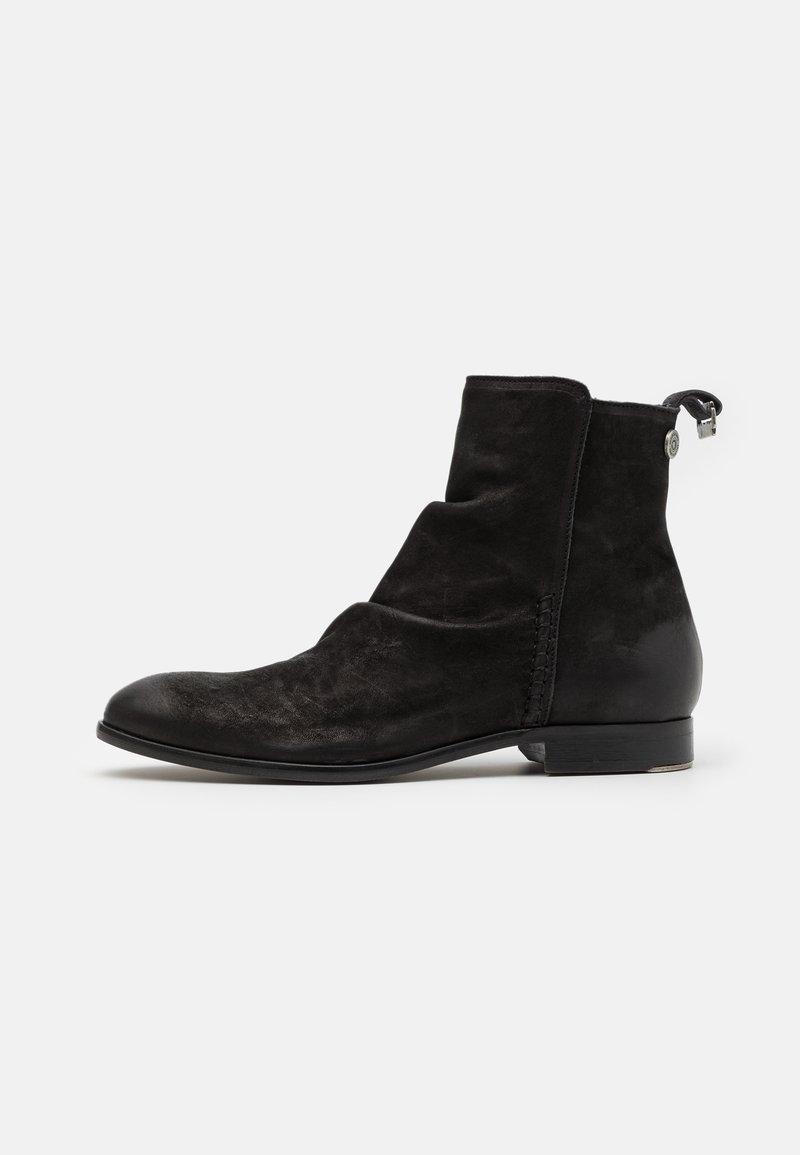 Shelby & Sons - MCCARTHY SLOUCH BOOT - Kotníkové boty - black