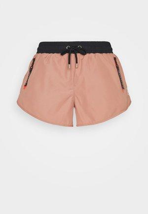 DOUBLE DRIVE SHORT - Pantalón corto de deporte - pink